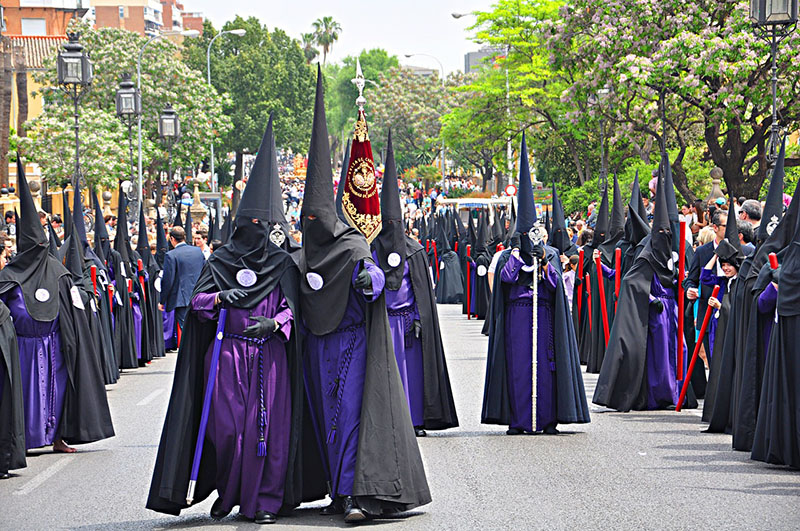easter tour, easter, tour operator, booking software, traditions, tradition, old ways, procession, spain, spanish tradition, fraternity, brotherhood, tourist attraction, religion