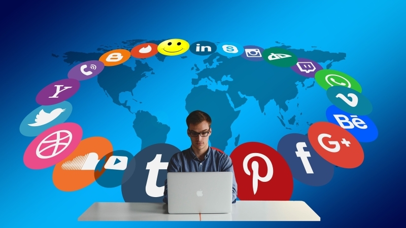 social media, managing, automation, marketing, facebook, twitter, pinterest, linkedin, man, laptop