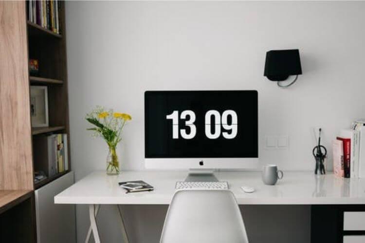 social media markting desktop