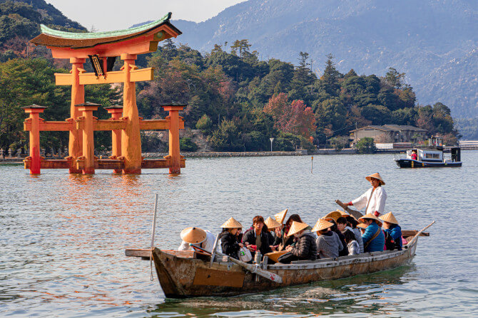 tourists boat asia starting a tour operator business